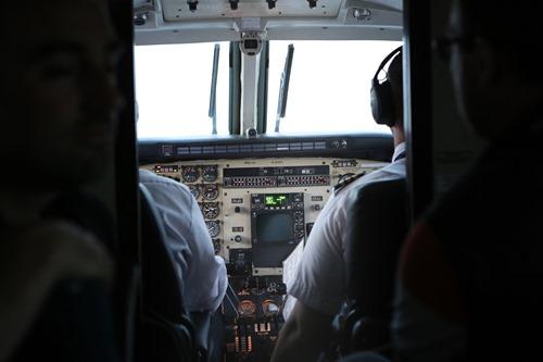 cockpit-924952_1920