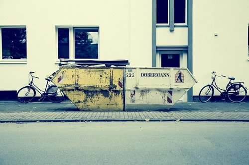 waste-container-599466_1920